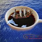 Eine Tasse Kaffee auf hoher See