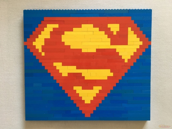 Superman-Logo aus Bricks
