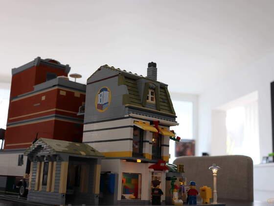 Lego Modular Building - Kiosk Legostore and more