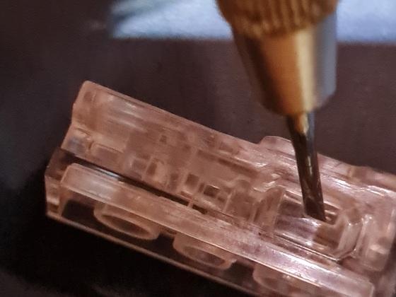 1. Seitliche Verriegelung Batteriebereich