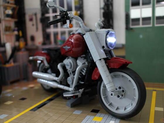 """Franks Harley Davidson Garage MOC mit dem Set 10269 von LEGO """"MOC"""" mit Licht"""