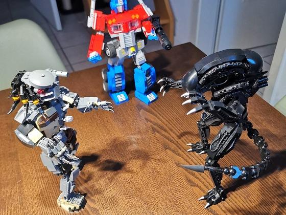 AvPvT - Alien Vs. Predator Vs. Transformer